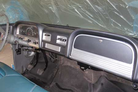 The dashboard was finished in dark silver with light silver accents on trim, bezels and glove box door.