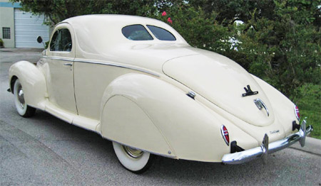 rear view of the 1939 lincoln zephyrs streamline design shows the exceptionally long trunk