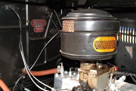 Los seis recta 217.8cid es alimentado por un carburador de un solo cañón con un respiradero en baño de aceite.  Este coupé DU consigue un entrenamiento regular de ir a locales noches de crucero y las exhibiciones de autos en el centro sur de Nueva Jersey.