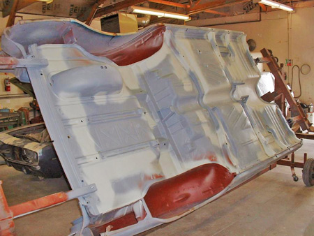 We now have the complete underside repaired and the repaired areas have been sprayed with 2K filler primer.