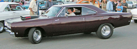 1968 Roadrunner has round sidemarker lens and plain square stamped grille.